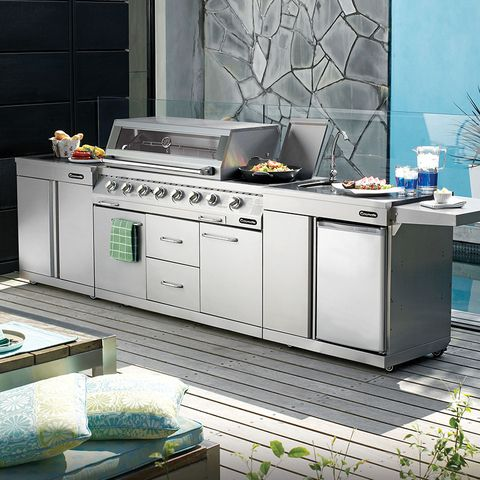 The Gasmate Platinum 6 Burner BBQ is an all stainless steel BBQ and comes with Gasmate Platinum Modules for the perfect Alfresco kitchen.  #outdoorkitchen #outdoorliving #gasmate #bbq #stainless #platinum #6Burner