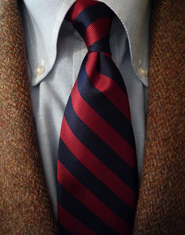 tjtevlin: heavytweedjacket: A chilly day calls for an old broken-in Harris  Tweed