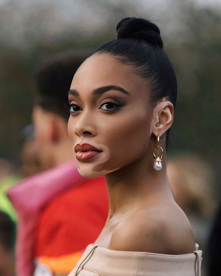 Feb 2020 - This week's standout celebrity beauty looks included intricate edges, dramatic hair accessories, and statement making embellishments. Winnie Harlow Instagram, Model Winnie Harlow, Burberry, Bodybuilding, Dramatic Hair, Tips Fitness, Joan Smalls, My Black Is Beautiful, Fashion Editorials