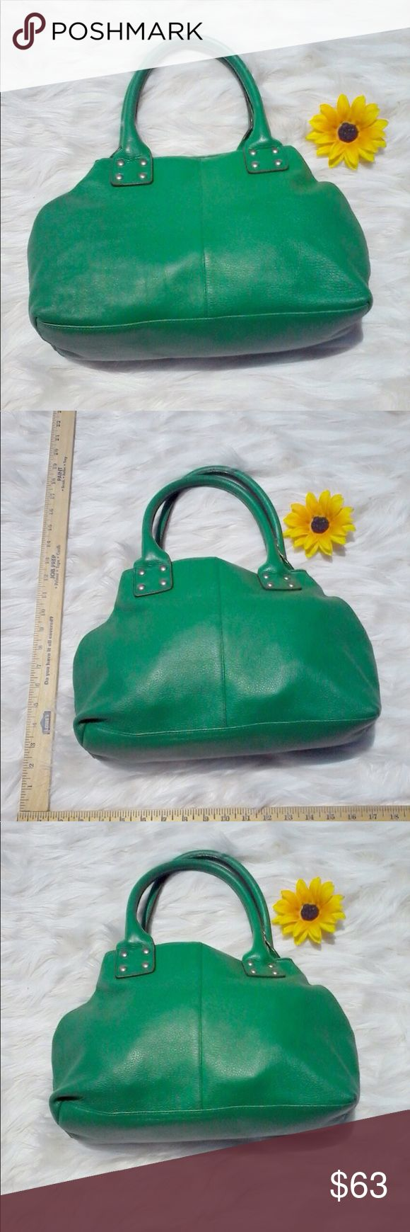 GAP BAG HOBO IN SIMPLE SAGE GREEN This is I simple but pretty very green gap bag big & comfortable this bag has a lot to offer someone always on the go! GAP Bags Hobos