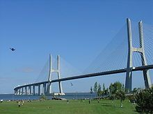 Portugal -El puente Vasco da Gama, sobre el río Tajo, es el puente más largo de Europa