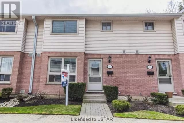SOLD!!! Lockwood Park townhouse with chef's kitchen! Walk to work at Parkwood or LHSC. Easy to 401 and downtown. Offered at only $154900!