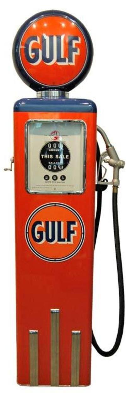 Superbe pompe à essence GULF réplique d'une vraie pompe américaine 8 ball des années 50's. Finition sublime et dispo sur notre site internet :