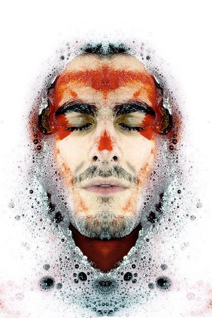 face in water, rouge sang, mousse de bain bath, symétrie, symmetry 365 days project,   Manuel Martinez  http://ememphotographie.wix.com/photo