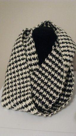 Houndstooth Scarf: free crochet pattern at: http://elkstudiohandcraftedcrochetdesigns.com/free-patterns/scarf-patterns/