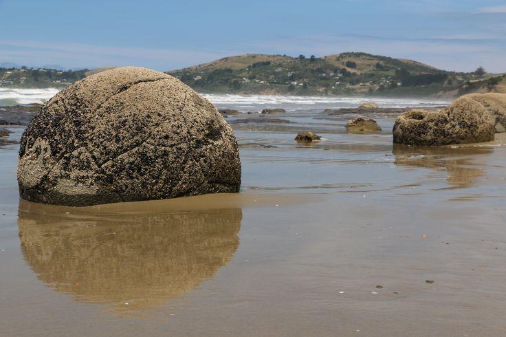 Moeraki Boulders, New Zealand's famous round rocks. By www.silberhorn.co.nz The makers of Sportsvel & Collagen Pluss