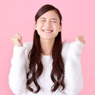 2016/11/24 10:43:15 japanbeauty_trainer ・ 【幸せホルモンを出そう!!】 ・ ・ 幸せホルモンって知ってますか? ・ ・ 女性に大切なホルモンで、「セロトニン」と言います!! ・ ・ このセロトニンが体内にたくさんあると、イライラや不安、ストレスが無く楽しく生活が出来ます☆ ・ ・ セロトニンが少ないと、イライラしたり、ネガティブなことが多くなってくるんですよ。 ・ ・ ネガティブなことが多くなると、マイナスに働きかけやすくなり、健康や美にも影響してきます!! ・ ・ セロトニンが不足すると!表情も暗くなり、シワが増えやすくなってしまうんです。。。 ・ ・ ストレスから食に走り、ダイエットもうまくいかないことだって考えられるんですよ!! ・ ・ 老化の原因のひとつがセロトニン不足なんです! ・ ・ ネガテイブな人が綺麗に見えますか? ・ ・ ポジティブな人は、すごく綺麗で素敵に見えると思います!! ・ ・ そのためには幸せホルモンのセロトニンを体内で作っていくことが大切ですよ!! ・ ・ そのために心掛けることはこちらですよ♫ ・ ・…