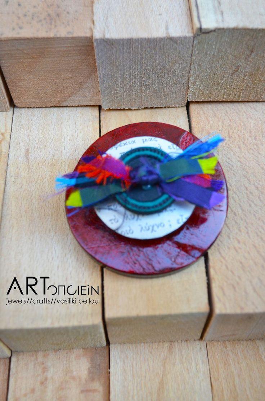 Button brooch at ARTopoiein jewels