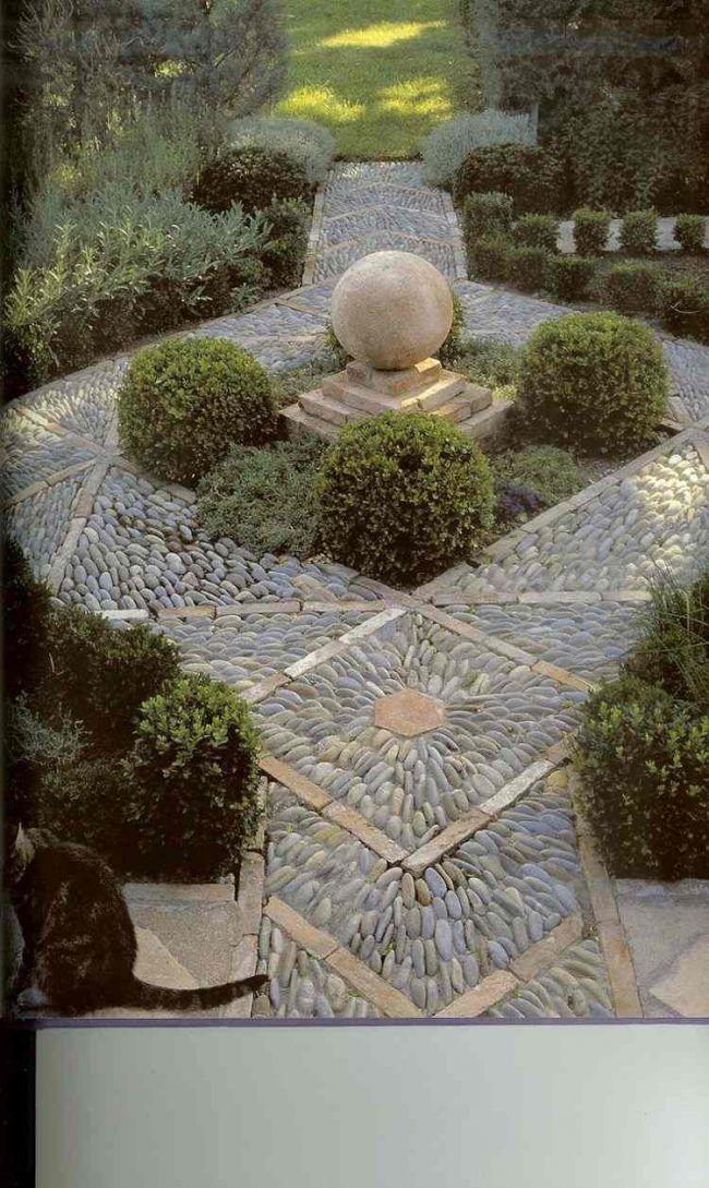 Unique kieselstein mosaik kleiner garten landschaftsbau buchsbaum skulptur deko