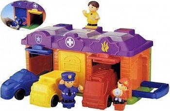 ГАРАЖ RED BOX - ОТЛИЧНЫЙ ПОДАРОК ДЛЯ РЕБЕНКА  Малыши знакомятся с цветом и формой предметов, учатся анализировать и находить соответствия по цвету и форме. В процессе игры развивается наблюдательность, смекалка и внимание.  В комплекте:  двухсторонний гараж на 3 машинки с геометрическими секретами; 3 фигурки человечков: пожарник, врач и полицейский. У фигурок в основании - геометрическая форма; 3 машинки: пожарная, скорая помощь и полиция…