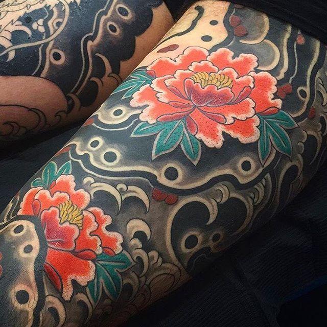 Japanese leg tattoo sleeve by @maurofromthehills.  #japaneseink #japanesetattoo #irezumi #tebori #colortattoo #colorfultattoo #cooltattoo #largetattoo #legtattoo #tattoosleeve #flowertattoo #peonytattko #blackwork #blackink #blacktattoo #wavetattoo #naturetattoo