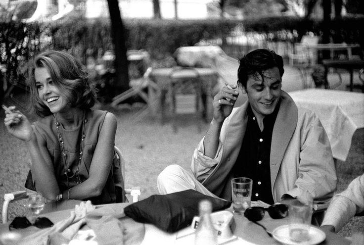 """Delon """"elle est bonne la p'tite, on dirait miss France.""""  Fonda """"il est lourd le mec, il finira ressemblant à dsk."""""""
