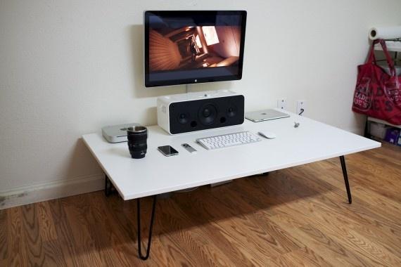 Minimal Sitting Desk