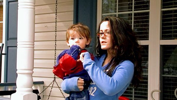 Teen Mom 2 Photo from Season 2 Jenelle Evans and her son Jace #jenelle #evans #jenelleevans #teen #mom #teenmom #teenmom2 #mtv #16andpregnant #16andpregnantseason2a