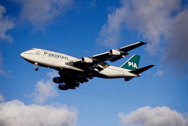 203ap - PIA Pakistan International Airlines Boeing 747-367; AP-BFV@LHR;23.01.2003 by Aero Icarus, via Flickr