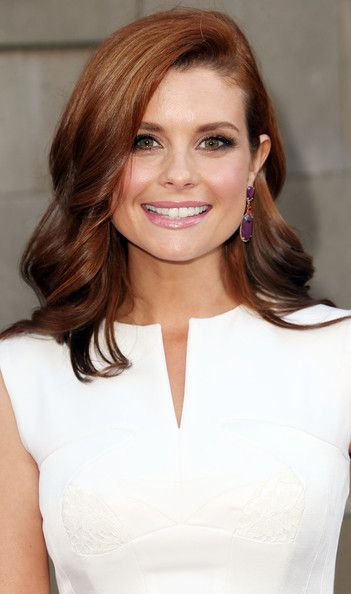 Joanna Garcia-Swisher Long Wavy Hair Cut via prettydesigns.com