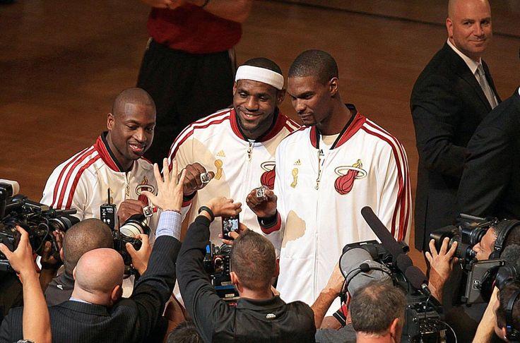 Wade, James e Bosh mostrano gli anelli da campioni NBA