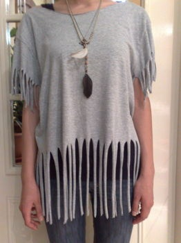 T Shirt Recon (Fringes)  transform your old shirt into a fringed top