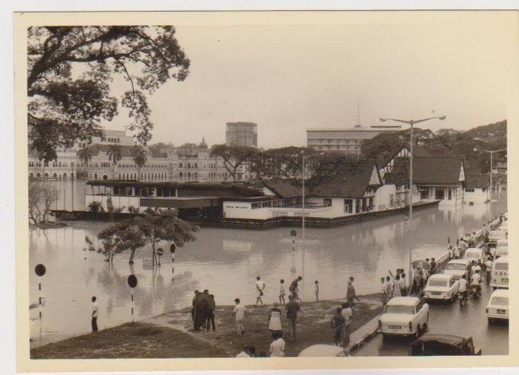 1971 K.L. Floods - around the Selangor Padang. | My ...