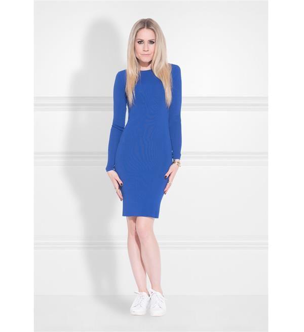 Nikkie korte jurk Jolie. Deze jurk heeft lange mouwen en een ronde hals.