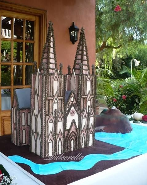 Cake Artist Koln : 1000+ images about Building Cakes on Pinterest ...