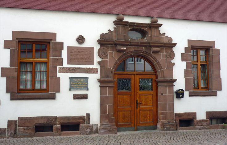 Portal na Gasthaus zum Löwen em Alpirsbach, Floresta Negra,  estado de…