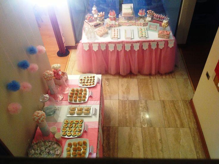 vista panorámica de Baby shower ropita de bebe rosa