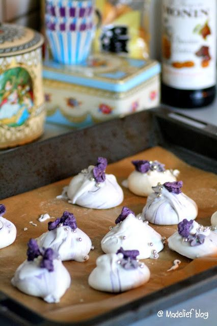 Madelief: Meringues with Sugared Violets