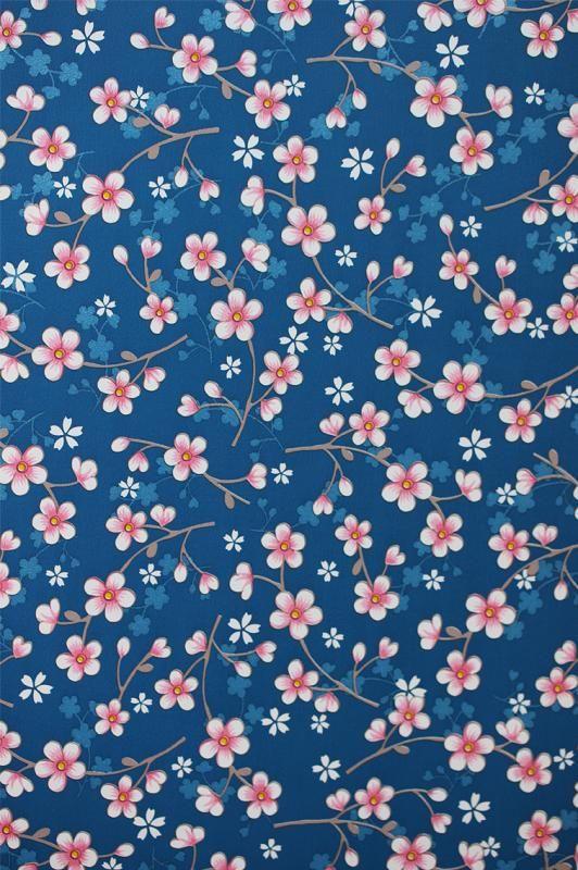Pip Studio Behang Cherry Blossoms Blue behangnr. 313025br /br /Flowers in the Mix, Birds in Paradise, Shabby Chic zijn een paar namen van de geweldige behangetjes van PiP Studiobr /Elke kamer krijgt er zon boost van, of zoals de term
