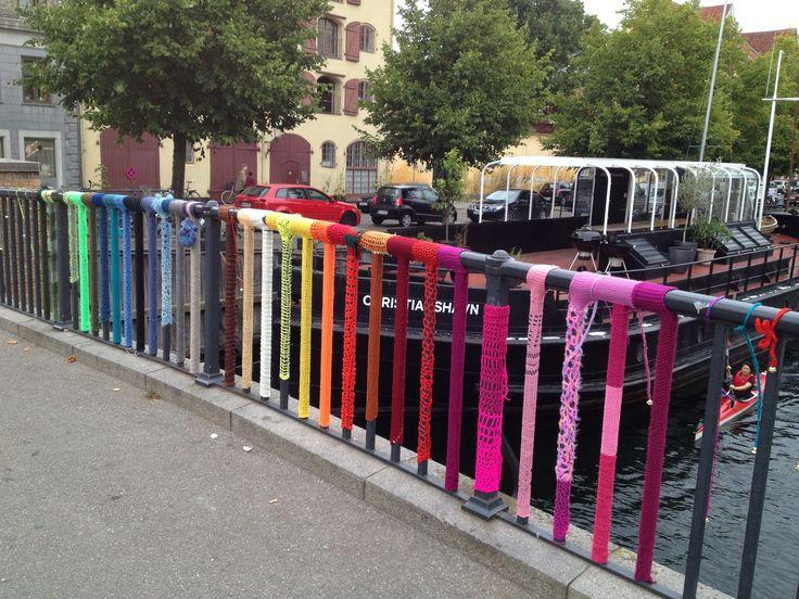 Bro på Christianshavn, dele er strikket og monteret af mig - fællesprojekt i 2012