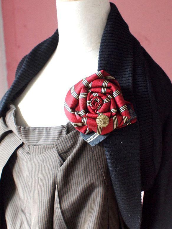 ヴィンテージネクタイを、コサージュにリメイクしました。同じ柄とは二度と出会えないネクタイ柄たちです。アンティークのボタンやパーツ、ネクタイのタグなどをアクセン... ハンドメイド、手作り、手仕事品の通販・販売・購入ならCreema。