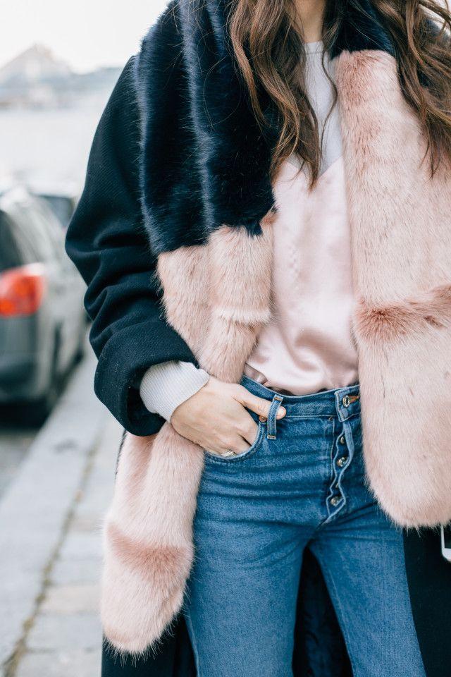 HALOGEN faux fur scarf, blush pink - Bikinis & Passports