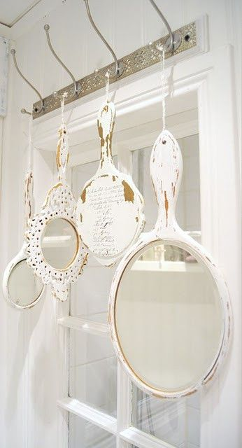 Hang whitewashed vintage mirrors in the bathroom for a pretty, Shabby Chic decoration.