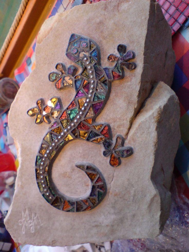 lagartija sobre piedra gecko mosaic