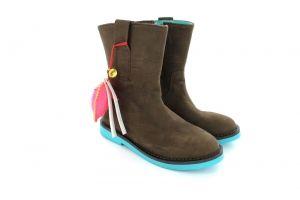 Silhouet is een nieuwe groep in de collectie voor meisjes; stijlvolle laarzen in frisse kleuren