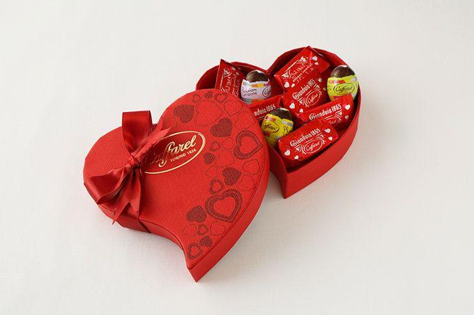 カファレルのバレンタインチョコレート、真っ赤なパッケージの新作「ラブ・ジャンドゥーヤ」   ファッションプレス