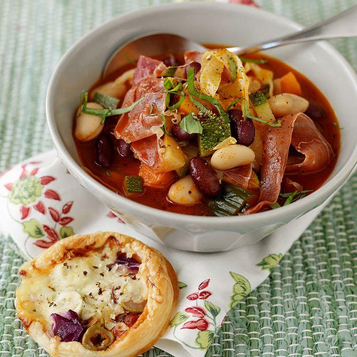 Mustig och mättande soppa med bönor och potatis.