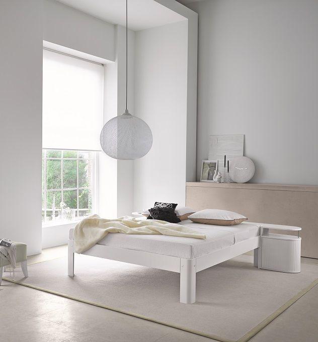 Een groot #vloerkleed onder een bed zorgt voor warmte en comfort in de #slaapkamer. Desso Inova Sense | Auping