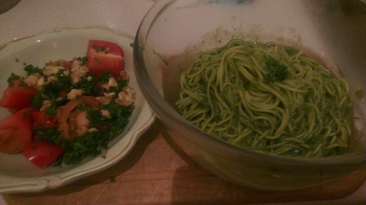 Gluten-free pesto spaghetti with corn pasta and a salad of beef & plum tomatoes, parsley and walnuts