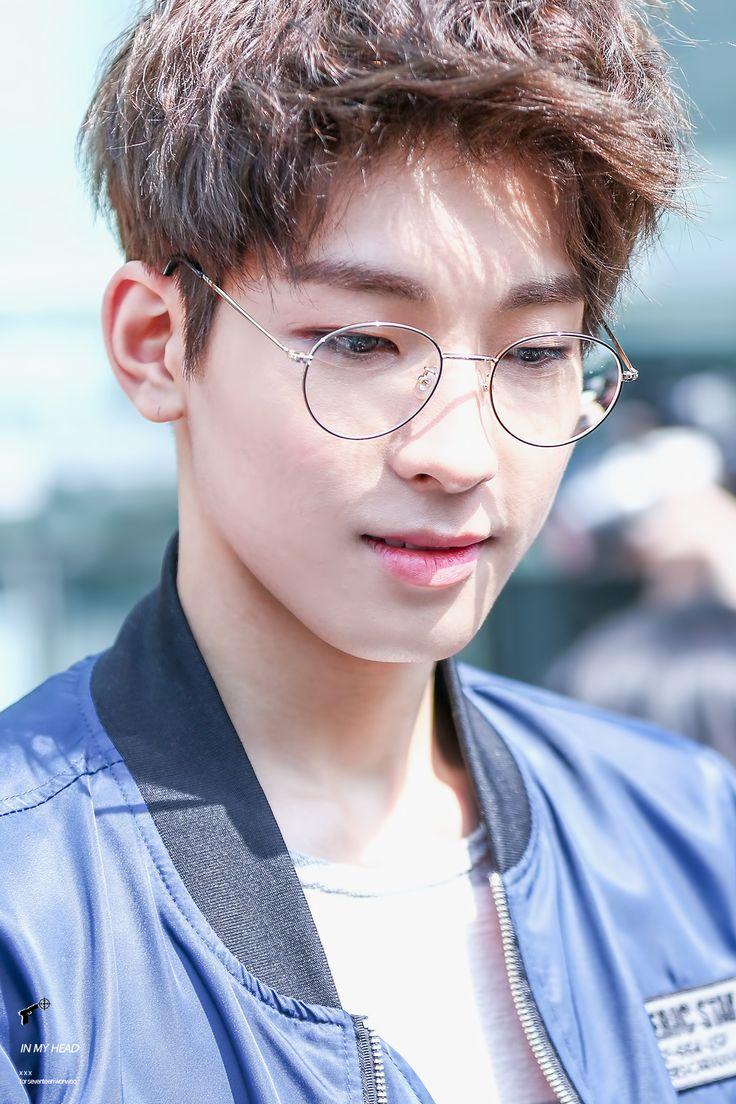 Resultado de imagen para wonwoo glasses