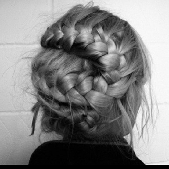 Cool hair... Anyone know how to do it?!