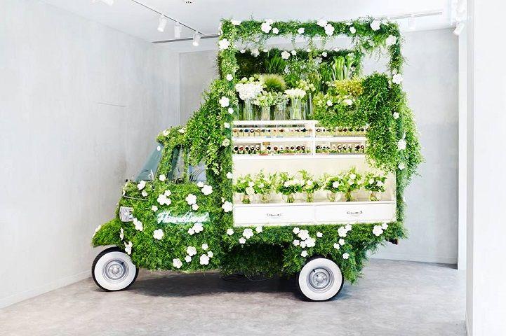 Azuma Makoto et Fendi transforment un Véhicule vintage en une Boutique de Fleurs (7)