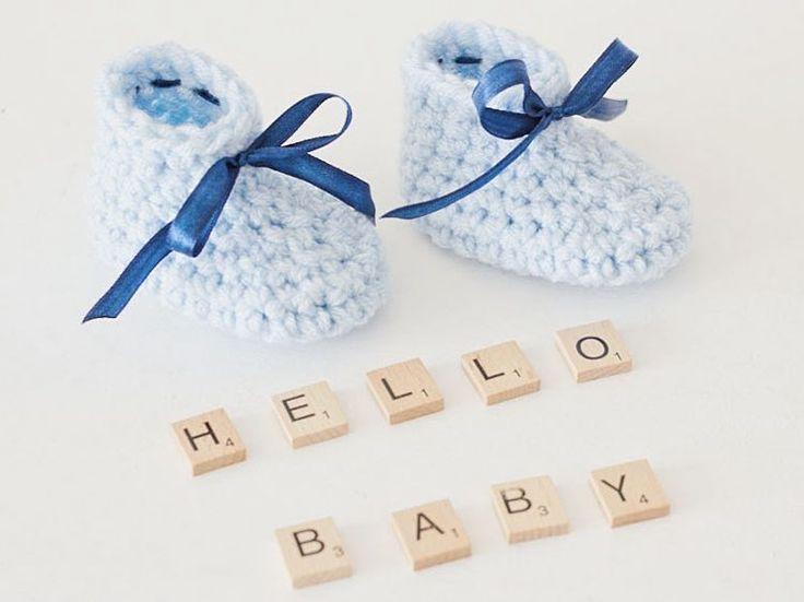 Tutorial fai da te: Come fare scarpine per neonato all'uncinetto facili via DaWanda.com