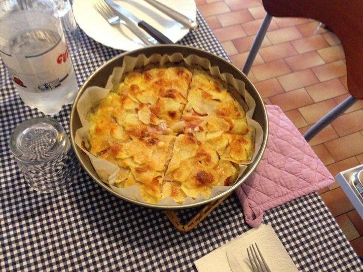 Tortino di patat con scamorsa affumicata e speck