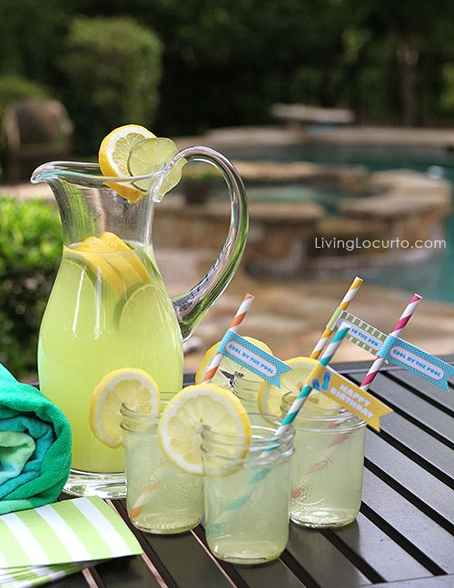 Pool Party Ideas! Drinks in a jar with Party flags. LivingLocurto.com