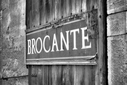 France Demain décortique la nouvelle tendance : le rétro. Lire l'article : http://epsorg.fr/actus/brocante-culturelle-aux-larmes-citoyens/