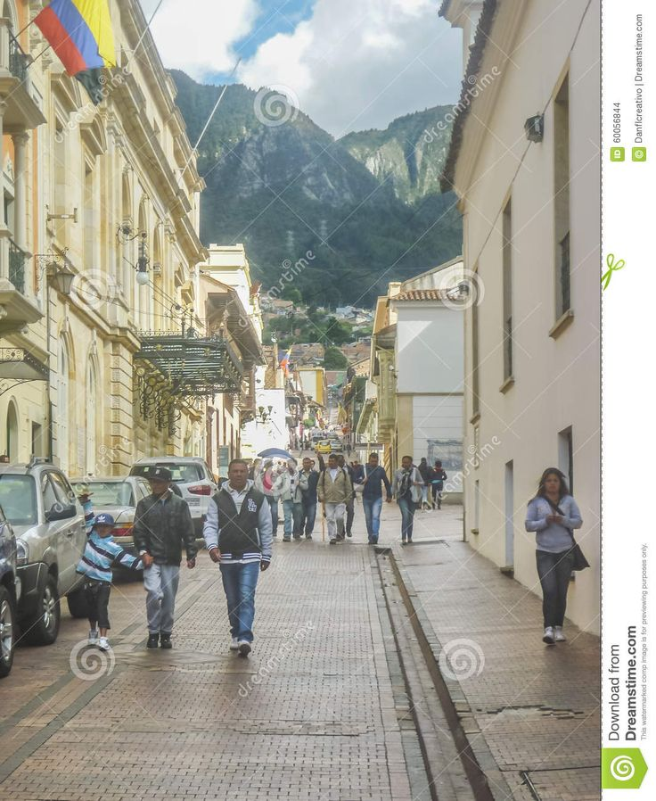 https://thumbs.dreamstime.com/z/traditional-street-historic-center-bogota-colombia-january-colonial-architecture-big-mountains-background-capital-60056844.jpg