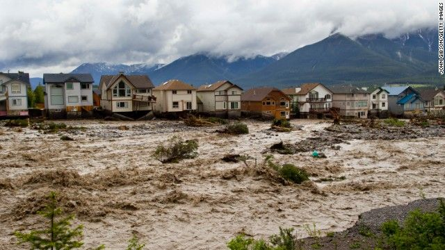 Report: Calgary flooding could force up to 100,000 from homes - http://uptotheminutenews.net/2013/06/20/breaking-news/report-calgary-flooding-could-force-up-to-100000-from-homes/