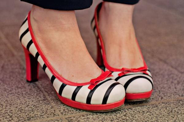 striped pumps chie mihara