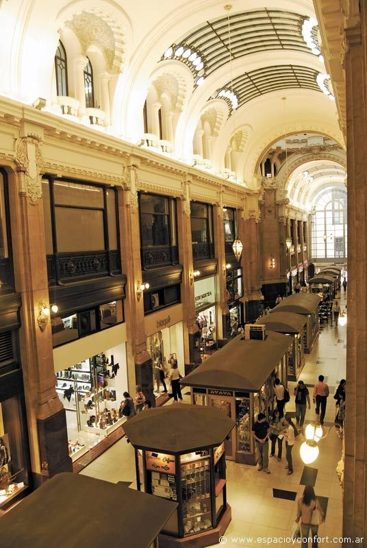 Galerías de fines del siglo XIX y principios del XX, la Galería Güemes de Francesco Gianotti. Arquitectura Art Noveau, en el primer rascacielos de la Ciudad.